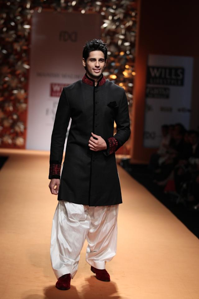 Bollywood hunk Siddharth Malhotra also showstopped for celebrity designer Manish Malhotra.