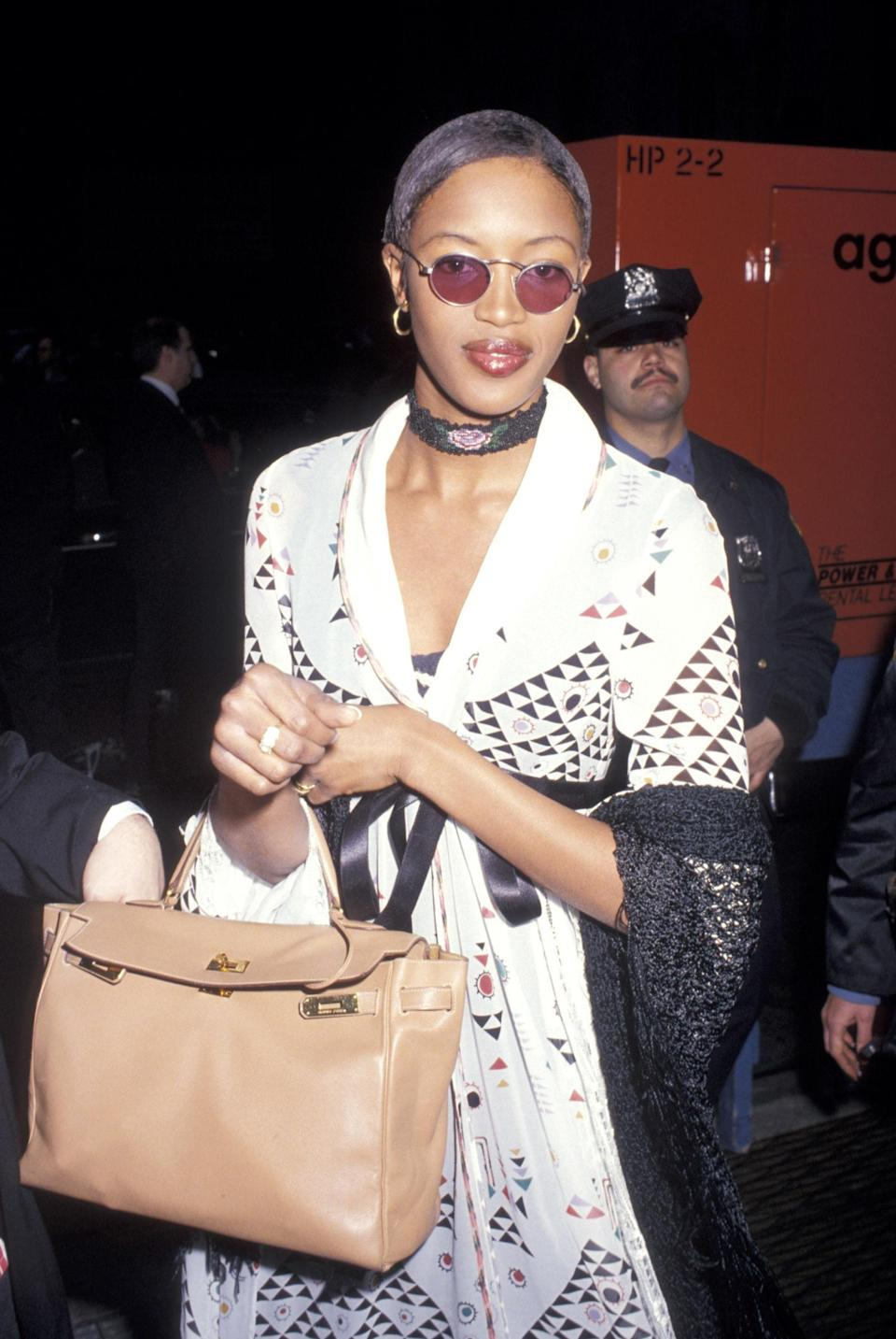 <p>Naomi Campbell rocks a white kaftan at the Aretha Franklin's concert for the Gay Men's Health Crisis, 1993</p>