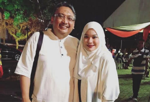 Nora was married for 25 years to Johan Nawawi prior to his passing