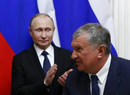 FILE PHOTO: Russian President Putin and Rosneft Chief Executive Igor Sechin attend a ceremony at the Kremlin