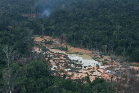 88602786_Aerial handout photo released by Greenpeace Brazil of an illegal mine in Roraima state.jpg
