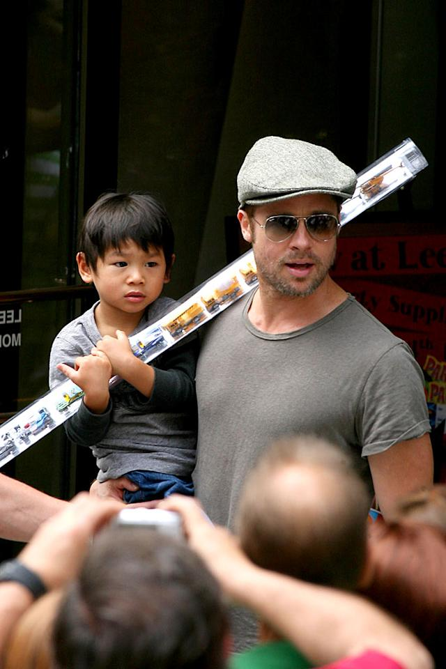 "Brad Pitt carries son Pax out of Lee's Art Shop during a family outing in New York City. Poor Pax still isn't used to all the attention. <a href=""http://www.splashnewsonline.com"" target=""new"">Splash News</a> - August 24, 2007"