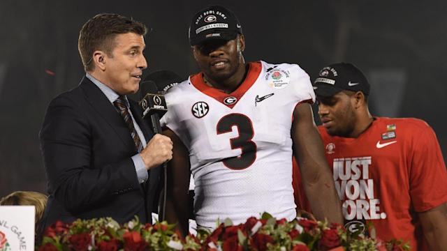 Georgia linebacker Roquan Smith announced on Monday that he will give up his remaining eligibility in order to enter this year's draft.