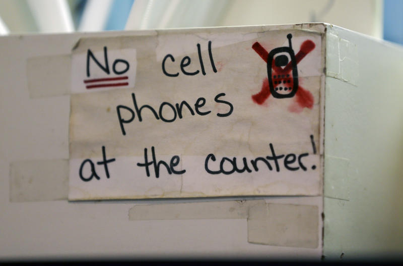 Restaurant cell phone distractions still irritate