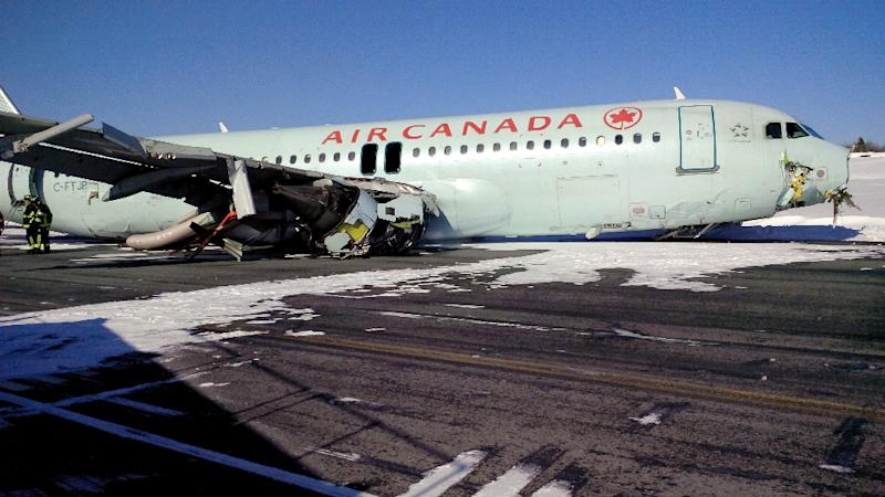Handout photo by the Canada Transportation Safety Board shows damage to an Air Canada Airbus A-320 that skidded off the runway at Halifax International Airport in Halifax, Nova Scotia, March 29, 2015 (AFP Photo/)
