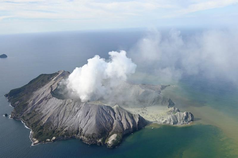 New Zealand Divers Attempt to Recover Last Two Volcano Victims