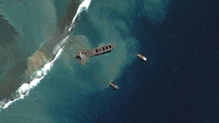 Satellite images showed the moment the MV Wakashio began breaking up on Saturday