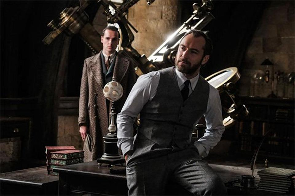 Jude Law (right) plays a young Albus Dumbledore in <em>Fantastic Beasts: The Crimes of Grindelwald. </em>(Photo: Warner Bros.)