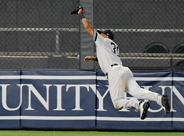 Aaron Hicks ended the Yankees' wild win over the Twins with a diving, airborne grab in the gap to take extra bases away from Max Kepler. (Photo by Hannah Foslien/Getty Images)