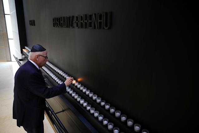<p>U.S. Holocaust Memorial Council Chairman Howard Lorber lights a candle to commemorate International Holocaust Remembrance Day during a ceremony at the U.S. Holocaust Memorial Museum on the National Mall, Jan. 26, 2018 in Washington, D.C. (Photo: Chip Somodevilla/Getty Images) </p>