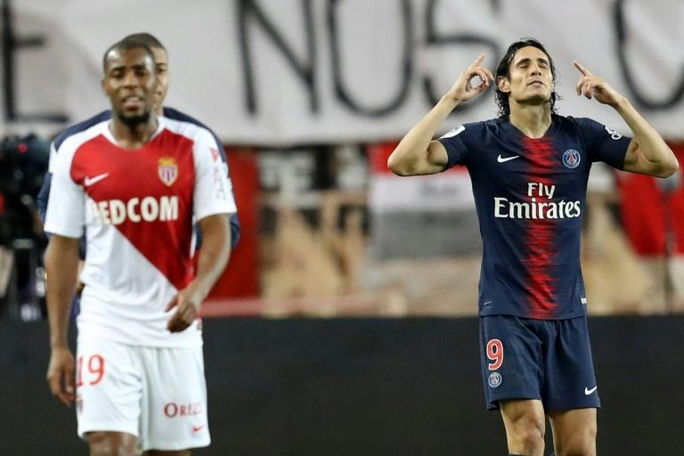 Edinson Cavani (R) celebrates after scoring one of his goals in Paris Saint-Germain's 4-0 win over Thierry Henry's Monaco