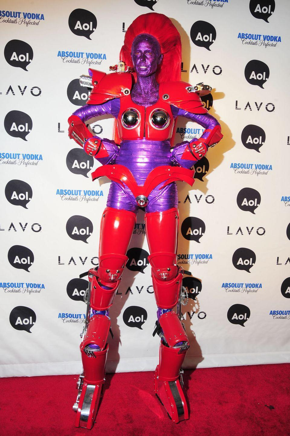 <p>Kudos to Heidi for walking down an entire red carpet on stilts. Oh, and for covering her entire body in purple latex. </p>