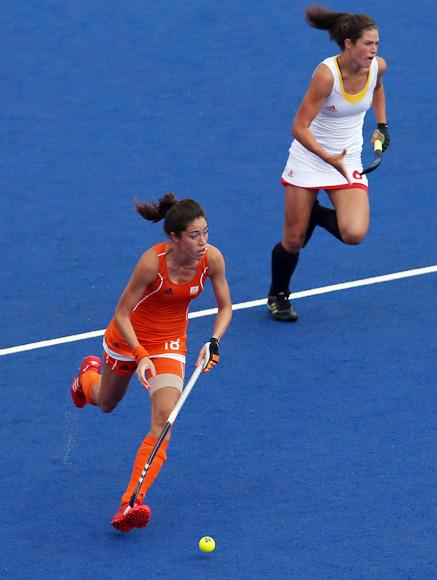 Naomi Van As of Netherlands competes with Anouk Raes of Belgium during the Women's Pool WA Match W02 between the Netherlands and Belgium at the Hockey Centre on July 29, 2012 in London, England. (Photo by Daniel Berehulak/Getty Images)