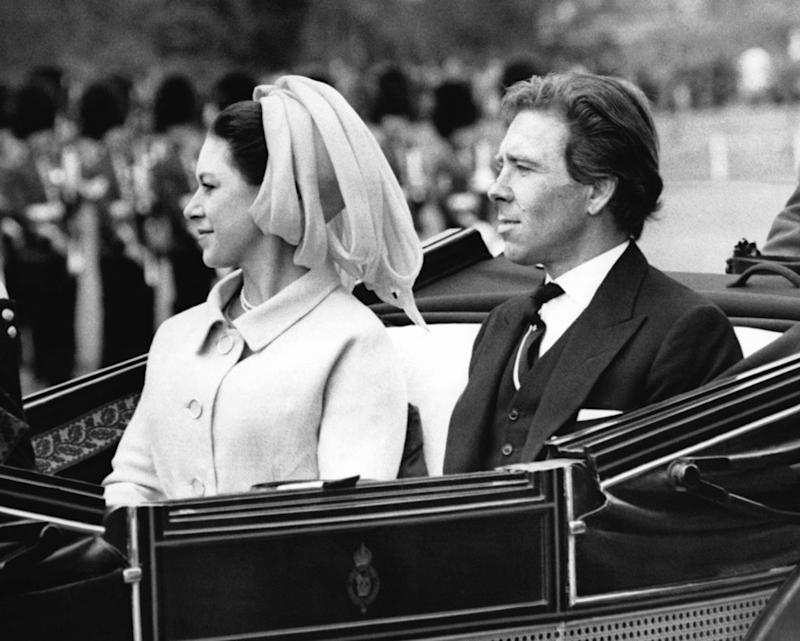 WINDSOR, ROYAUME-UNI - 22 AVRIL: La Princesse Margaret et son epoux Lord Snowdon se rendent en caleche au chateau de Windsor a la reception donnee en l'honneur du President italien le 22 avril 1969 a Windsor, Royaume-Uni. (Photo by Keystone-France\Gamma-Rapho via Getty Images)
