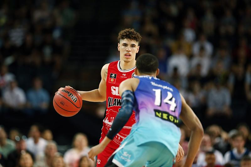 AUCKLAND, NEW ZEALAND - NOVEMBER 30: LaMelo Ball of the Hawks competes against RJ Hampton of the Breakers during the round 9 NBL match between the New Zealand Breakers and the Illawarra Hawks at Spark Arena on November 30, 2019 in Auckland, New Zealand. (Photo by Anthony Au-Yeung/Getty Images)