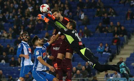 Soccer Football - Spanish King's Cup - Espanyol vs FC Barcelona - Quarter-Final - First Leg - RCDE Stadium, Barcelona, Spain - January 17, 2018 Barcelona's Gerard Pique in action with Espanyol's Diego Lopez REUTERS/Albert Gea