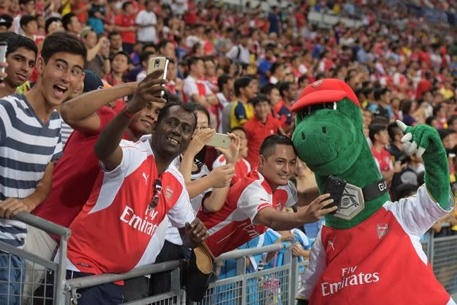 Ozil wants to help unwanted Arsenal mascot by paying wages