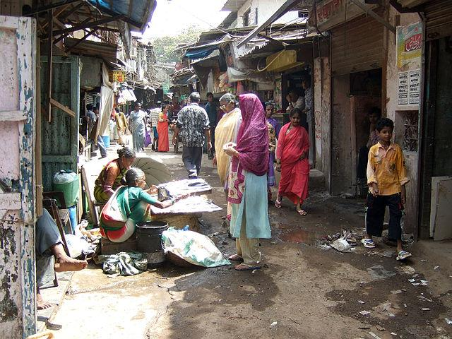 Dharavi, the largest slum in Asia, has been trying to cope up with its rising COVID-19 cases. Image is representational. Image credit: By Kounosu - Self-photographed, CC BY-SA 3.0, https://commons.wikimedia.org/w/index.php?curid=5300649