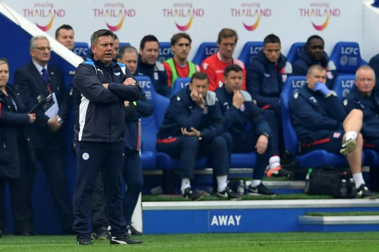 Leicester City's manager Craig Shakespeare (L) watches from the touchline during their match against Stoke City at King Power Stadium in Leicester, central England on April 1, 2017