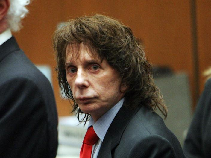 Phil Spector flanked by lawyers at his murder trial in 2009 (Getty Images)