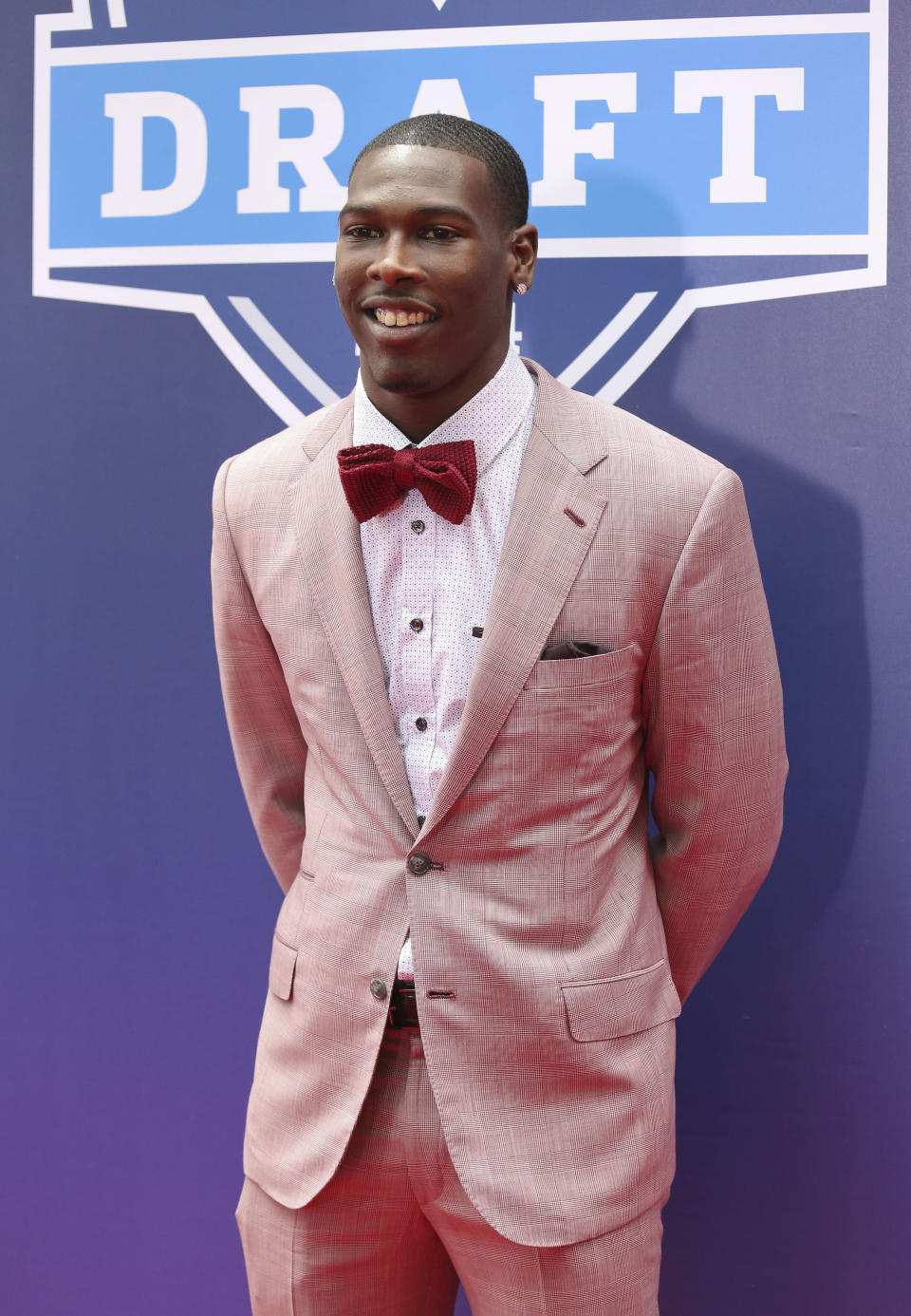 USC wide receiver Marquis Lee poses for photos on the red carpet for the first round of the 2014 NFL Draft, Thursday, May 8, 2014, in New York. (AP Photo/Craig Ruttle)