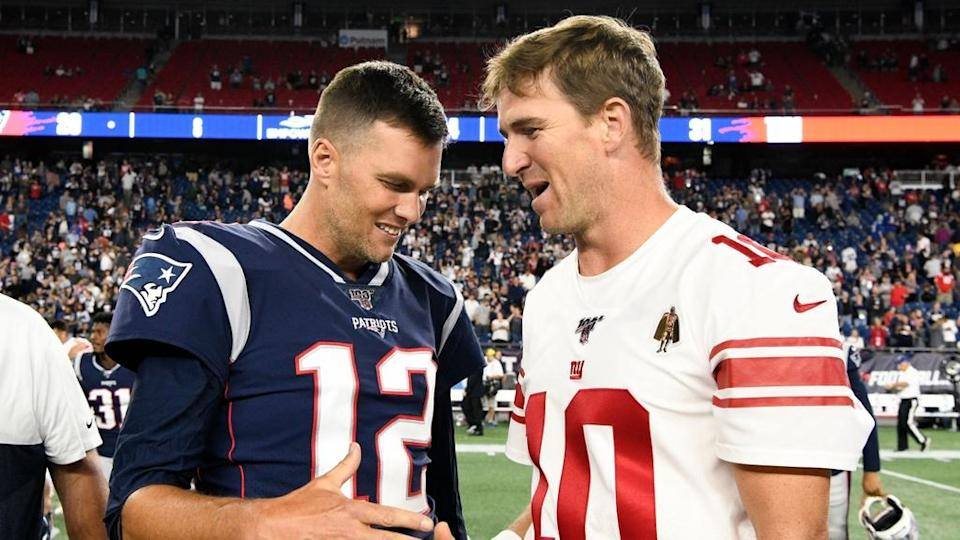 Tom Brady shakes hands with Eli Manning
