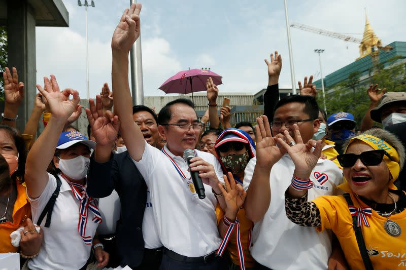 Thai royalists march against calls for amending constitution