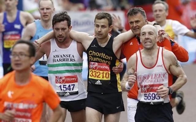London Marathon runner gives up his own race to help exhausted athlete in ultimate act of sportsmanship