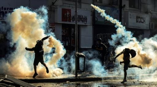 Demonstrators clash with the police in Vina del Mar on Sunday