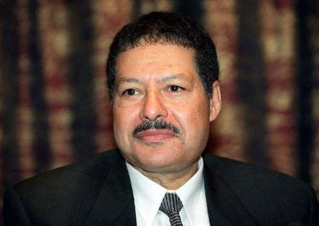 Egypt's Ahmed Zewail, Nobel prize winner for chemistry, poses at a news conference in Stockholm December 7, 1999.  REUTERS/Stringer/File photo