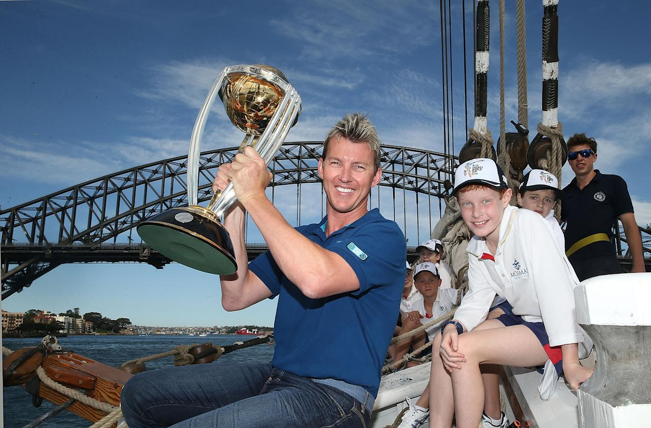 SYDNEY, AUSTRALIA - OCTOBER 02:  Brett Lee poses on Sydney Harbour with the ICC Cricket World Cup trophy and junior cricketers from Mosman cricket club during celebrations to mark 500 days to go until the 2015 ICC Cricket World Cup on October 2, 2013 in Sydney, Australia.  (Photo by Mark Metcalfe/Getty Images for the ICC)