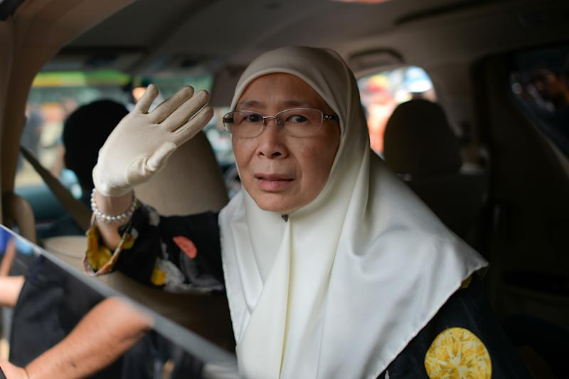 Wan Azizah -- the wife of Malaysian opposition leader Anwar Ibrahim -- leaves after her husband's appeal on a sodomy conviction was rejected by the federal court in Putrajaya, outside Kuala Lumpur, on February 10, 2015 (AFP Photo/Mohd Rasfan)
