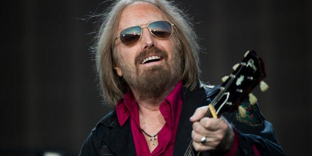 LONDON, ENGLAND - JULY 09: Tom Petty of Tom Petty And The Heartbreakers performs at Barclaycard British Summer Time in Hyde Park on July 9, 2017 in London, England. (Photo by Samir Hussein/Redferns)
