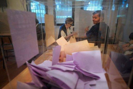 Women prepare their ballots at a polling station in Belgrade. Polls closed Sunday in Serbia's closely fought presidential and parliamentary elections that pitted pro-EU President Boris Tadic against nationalist Tomislav Nikolic amid grinding economic woes