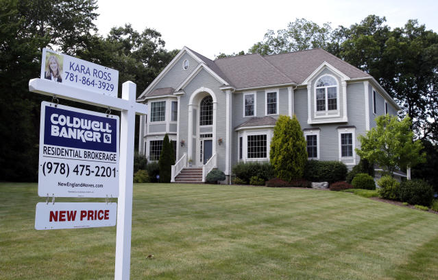 FILE – This Monday, July 10, 2017, file photo shows a house for sale, in North Andover, Mass. On Thursday, Aug. 24, 2017, Freddie Mac releases weekly mortgage rates. (AP Photo/Elise Amendola, File)