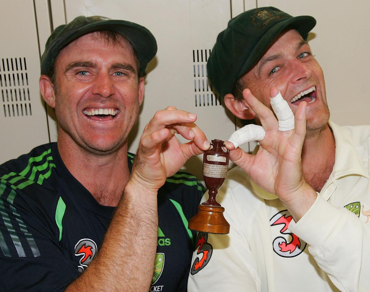 PERTH, AUSTRALIA - DECEMBER 18:  Matthew Hayden (L) and Adam Gilchrist of Australia pose with a replica Ashes Urn in the change rooms after day five of the third Ashes Test Match between Australia and England at the WACA on December 18, 2006 in Perth, Australia.  (Photo by Hamish Blair/Getty Images)