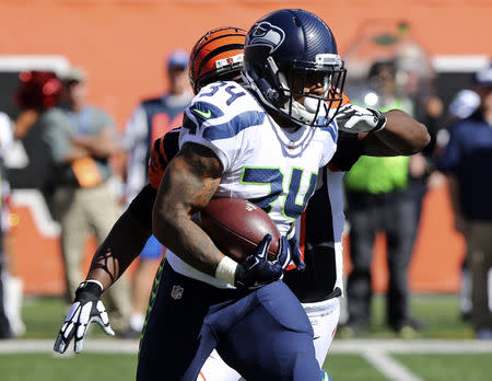 FILE PHOTO: Oct 11, 2015; Cincinnati, OH, USA; Seattle Seahawks running back Thomas Rawls (34) carries the ball against the Cincinnati Bengals at Paul Brown Stadium. The Bengals won 27-24. Mandatory Credit: Aaron Doster-USA TODAY Sports / Reuters Picture Supplied by Action Images (TAGS: Sport American Football NFL) *** Local Caption *** 2015-10-11T212715Z_525144215_NOCID_RTRMADP_3_NFL-SEATTLE-SEAHAWKS-AT-CINCINNATI-BENGALS.JPG