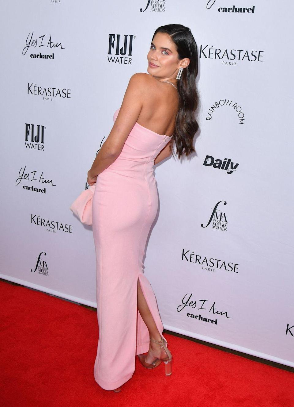 <p><strong>9 September</strong></p><p>Sara Sampaio wore a pale pink, strapless gown to the award show.</p>
