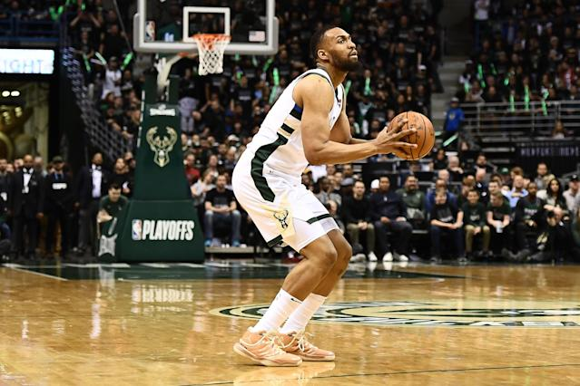 "Milwaukee forward <a class=""link rapid-noclick-resp"" href=""/nba/players/5293/"" data-ylk=""slk:Jabari Parker"">Jabari Parker</a> and the <a class=""link rapid-noclick-resp"" href=""/nba/teams/chi"" data-ylk=""slk:Bulls"">Bulls</a> are reportedly closing in on a deal to bring the 6-foot-8 forward back home to Chicago. (Getty Images)"