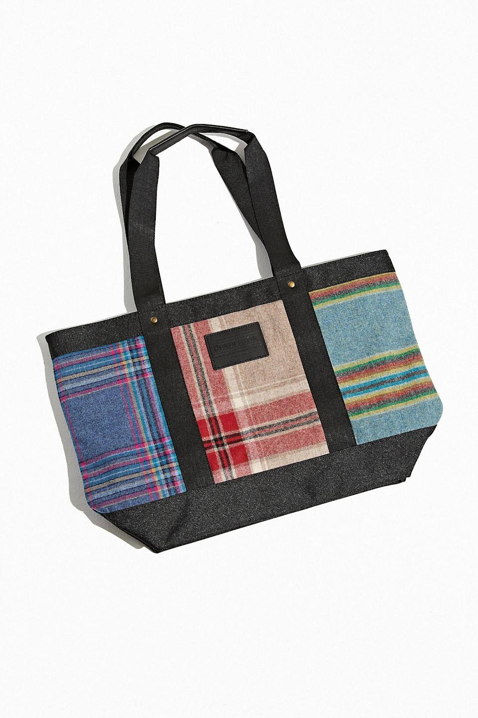 """<p><strong>Pendleton</strong></p><p>urbanoutfitters.com</p><p><strong>$132.00</strong></p><p><a href=""""https://go.redirectingat.com?id=74968X1596630&url=https%3A%2F%2Fwww.urbanoutfitters.com%2Fshop%2Fpendleton-uo-exclusive-patchwork-tote-bag&sref=https%3A%2F%2Fwww.thepioneerwoman.com%2Ffashion-style%2Fg35005568%2Fcute-tote-bags%2F"""" rel=""""nofollow noopener"""" target=""""_blank"""" data-ylk=""""slk:Shop Now"""" class=""""link rapid-noclick-resp"""">Shop Now</a></p><p>Ree loves a good Pendleton blanket, so it's easy to imagine her toting around this plaid carryall from the brand. Does it not remind you of a comfy flannel shirt in bag form? </p>"""