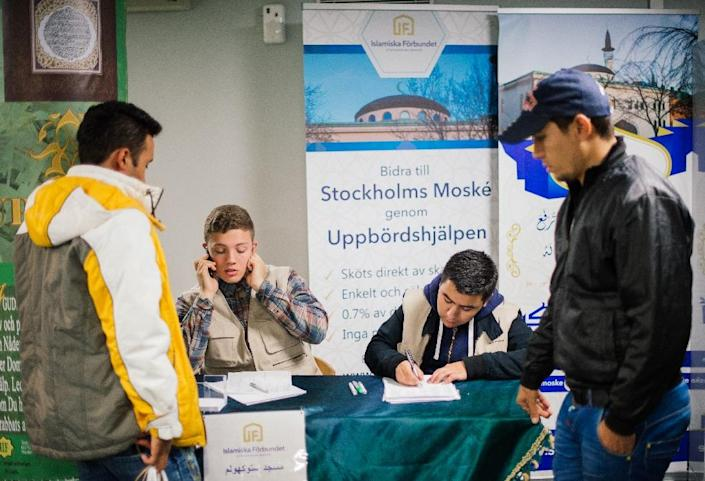 Refugees register as they arrive at Stockholm's central mosque on October 15, 2015 (AFP Photo/Jonathan Nackstrand)