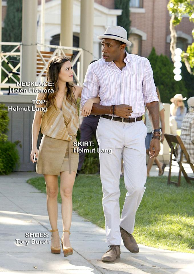 "<a>Rachel Bilson</a> as Dr. Zoe Hart and <a>Cress Williams</a> as Lavon Hayes in the Season 1 episode ""Faith & Infidelity."""