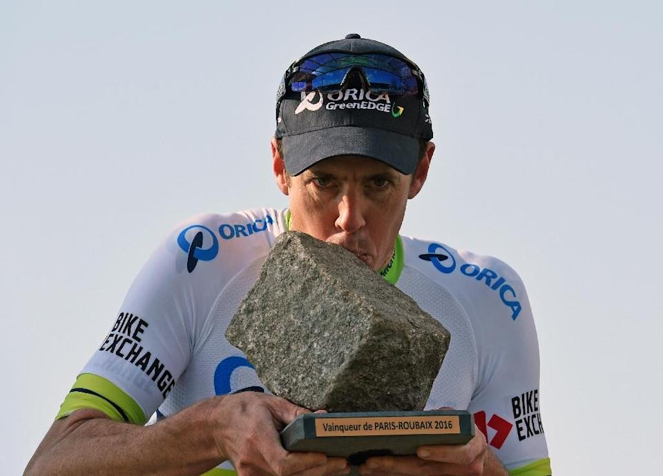 Australia's Mathew Hayman kisses his trophy as he celebrates after winning the 114th edition of the Paris-Roubaix one-day classic cycling race, on April 10, 2016 (AFP Photo/Francois Lo Presti)