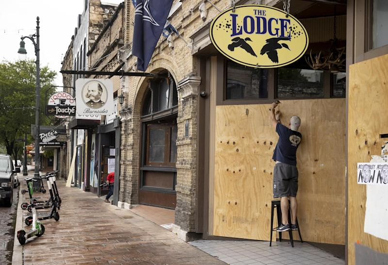 General manager of The Lodge, boards up his bar on East 6th Street in Austin, Texas: (2020 Getty Images)