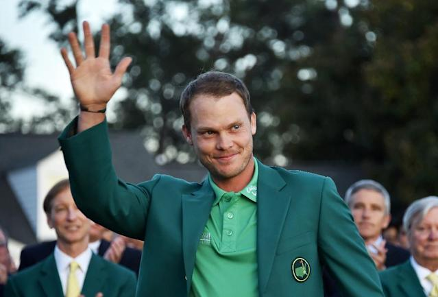 England's Danny Willett waves wearing the Green Jacket at the end of the 80th Masters Golf Tournament at the Augusta National Golf Club on April 10, 2016, in Augusta, Georgia (AFP Photo/Nicholas Kamm )