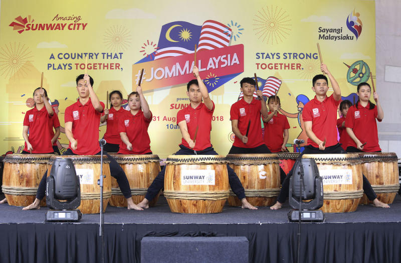 Drum performance by Sunway University students during the #JomMalaysia Carnival at Sunway City August 31, 2018. — Picture by Yusof Mat Isa