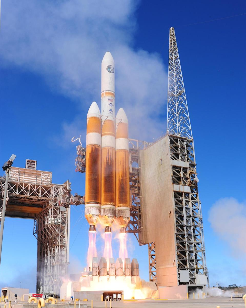 "A Delta IV Heavy rocket made by United Launch Alliance carries a spy satellite toward space on August 28, 2013. <p class=""copyright""><a href=""https://commons.wikimedia.org/wiki/File:Delta_IV_launch_2013-08-28.jpg"" rel=""nofollow noopener"" target=""_blank"" data-ylk=""slk:Joe Davila/USAF; Wikipedia (public domain)"" class=""link rapid-noclick-resp"">Joe Davila/USAF; Wikipedia (public domain)</a></p>"