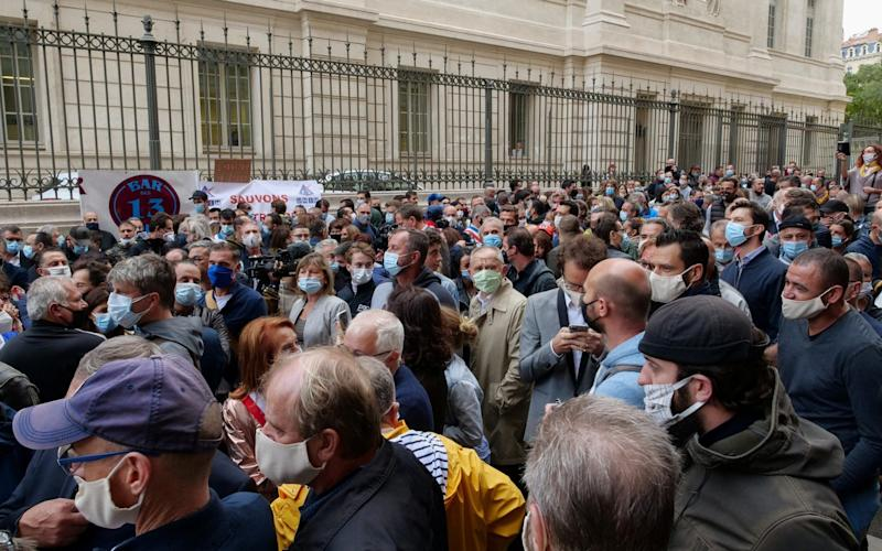 Hundreds of restaurant and bar owners protest after French authorities announced that they order cafes and restaurants to shut down for two weeks to curb the spread of the coronavirus disease (COVID-19), in Marseille - Noemie Olive/Reuters