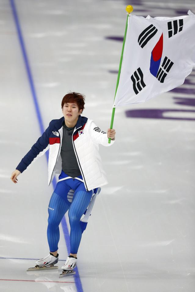 Speed Skating - Pyeongchang 2018 Winter Olympics - Men's 1000m competition finals - Gangneung Oval - Gangneung, South Korea - February 23, 2018 - Tae-Yun Kim of South Korea celebrates after winning a bronze medal. REUTERS/Phil Noble