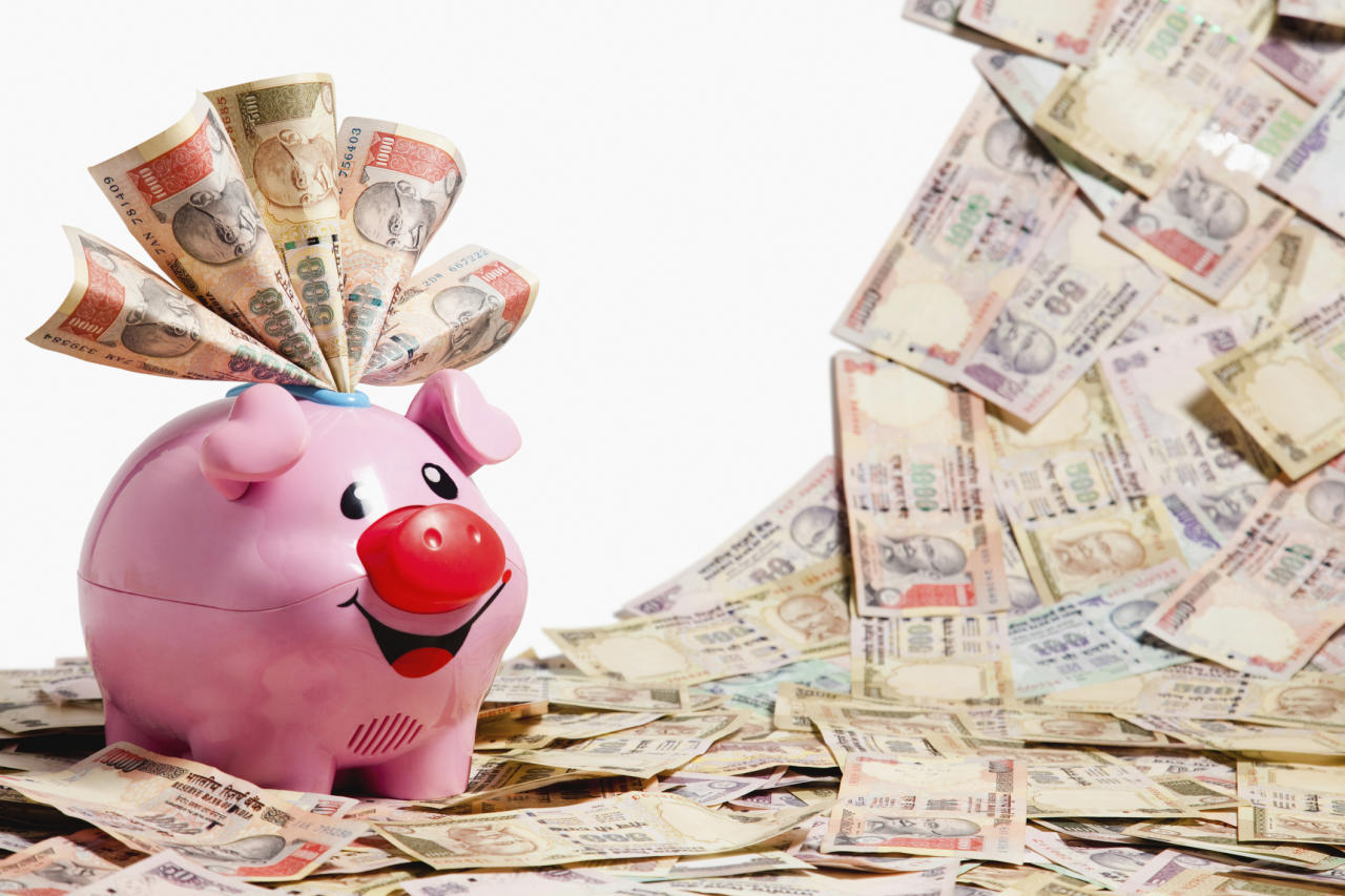 <p>In the 18th century, the first paper currency notes were printed by private banks like Bank of Hindustan, Bank of Bengal, Bank of Bombay and Bank of Madras. After the Paper Currency Act was passed in 1861, only the Government of India had the monopoly to print currency notes. </p>